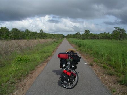 03.01.2007 - Piste cyclable à la sortie de Darwin.