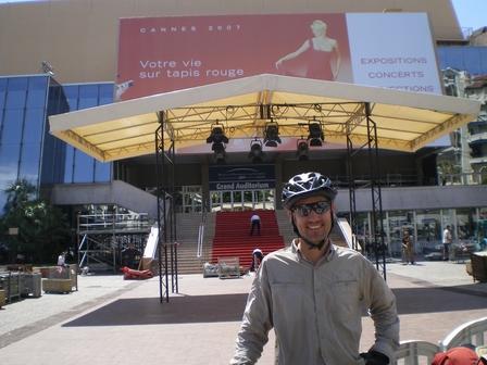 07.05.2007 - Cannes : devant le Palais des Festivals.