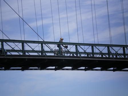 20.05.2007 - Pont suspendu entre St-Martin et Aiguèze.