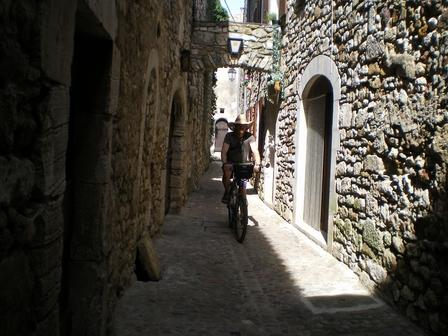 20.05.2007 - Dans les ruelles d'Aiguèze.