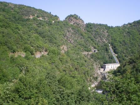22.05.2007 - Le chemin de fer longe la vallée du Doux.
