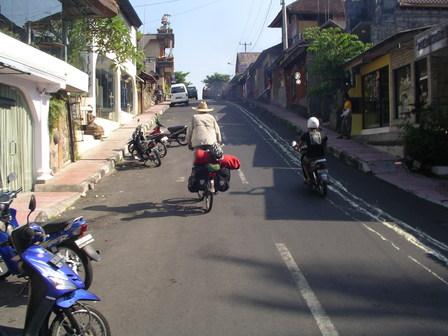 26.11.2006 - Arrivée à Ubud. Monkey Forest Rd, Bali.