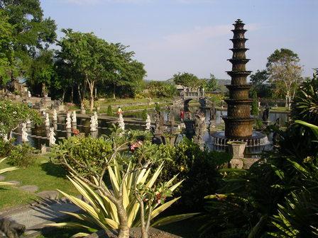 28.11.2006 - Ancien palace hindou. Tirta Gangga, Bali.