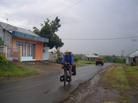 13.12.2006 - Après 7h et demie de route. Direction Ruteng. Flores.