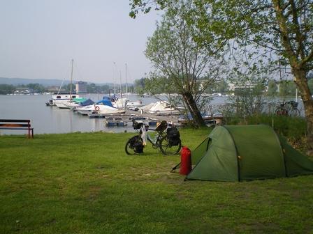 19.04.2007 - Je campe au bout du lac Majeur. Sesto Calende.