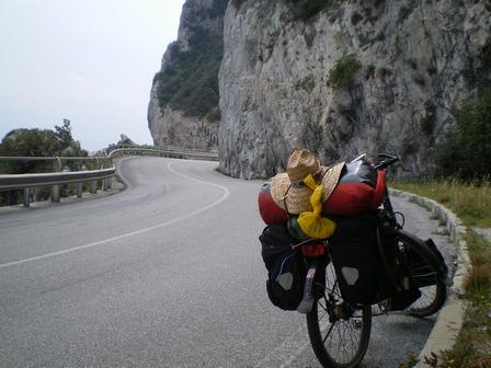 30.04.2007 - La route sinueuse de la Riviera.