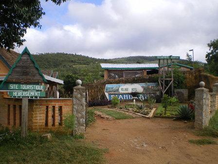 11.03.2007 - Entrée du Village Hotel. Ambohimahasoa.
