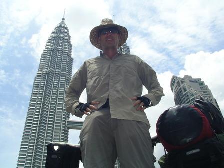 01.10.2006 - Les tours Petronas (et moi). Kuala Lumpur.