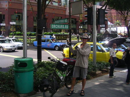 10.11.2006 - Arrivée sur Orchard Rd. Singapour.
